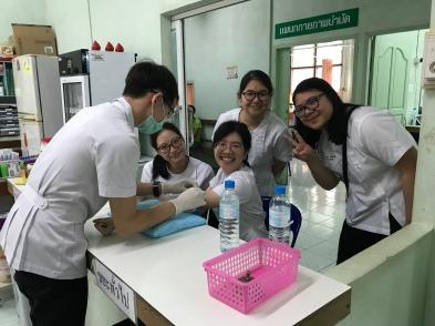 Extern Bai Toey donating blood