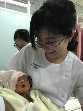 Siam Med Univ Extern Bai Toey doing a newborn check